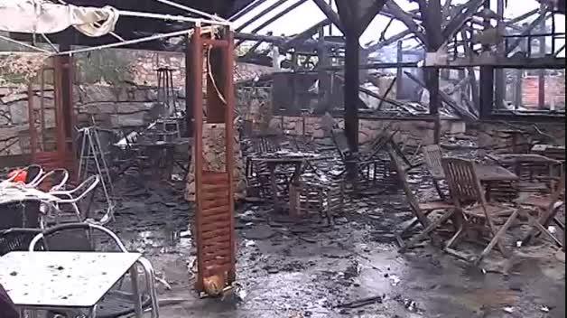 El fuego destruye las termas de A Chavasqueira, en Ourense