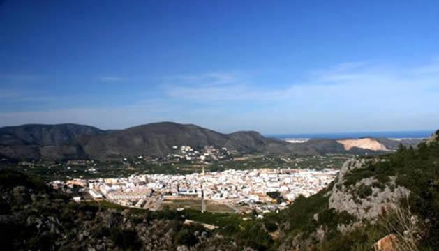 Muere un hombre en Alicante tras despeñarse su coche por un barranco