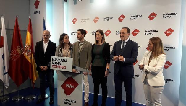 Foto de Alberto Catalán, Cristina Sanz, Sergio Sayas, Ruth Goñi, Javier Esparza y Amelia Salanueva, candidatos de Navarra Suma.