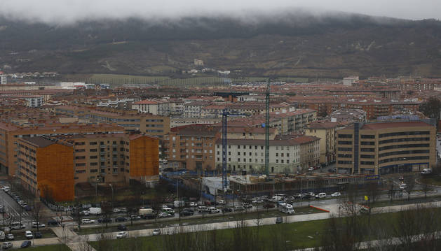 El Ayuntamiento ha prometido implantar 3.777 plazas de aparcamiento limitado en la parte sur del barrio de la Rochapea.