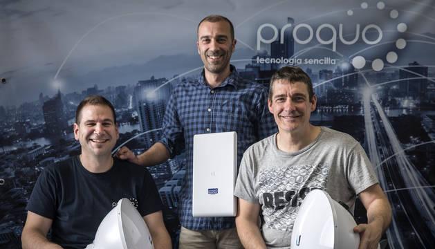 De izquierda a derecha, Raúl Chamorro, Aitor Arbeloa y Patxi Eslava posan en la sede de su empresa ubicada en Ansoáin.