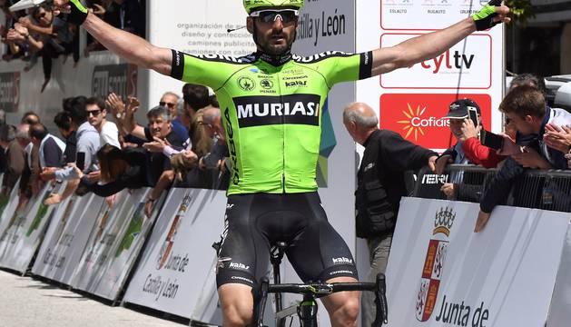 Enrique Sanz, en la meta de Villafranca del Bierzo.