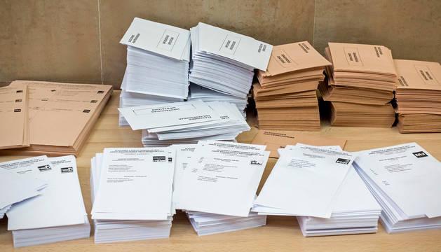 foto de Papeletas para votar en las elecciones generales del 28A