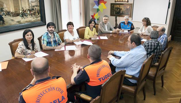 La consejera Beaumont y los alcaldes de Tudela, Cintruénigo y Milagro en la firma de los respectivos convenios en mayo de 2017.