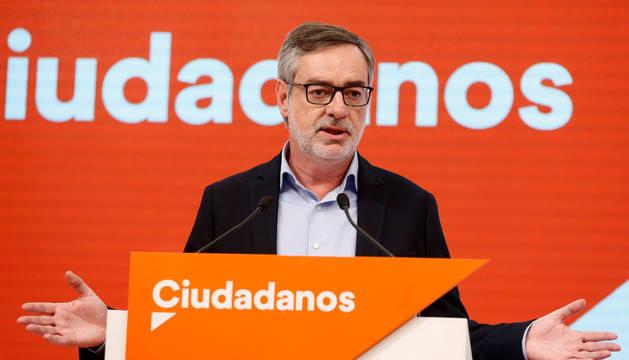El secretario de Organización de Cs, José Manuel Villegas, en rueda de prensa ofrecida tras el cierre de los colegios electorales.