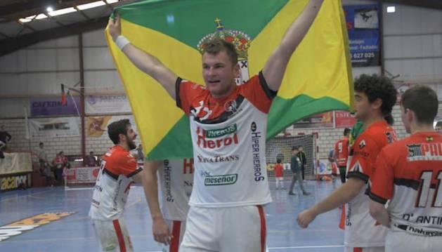 Oleg Kisselev ha conseguido el ascenso a Liga Asobal con su equipo el Nava, segoviano.