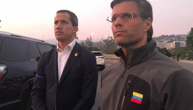 Leopoldo López (d), junto a Juan Guaidó.