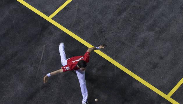 Curiosa imagen aérea de Jokin Altuna durante la final del Másters Codere en el Navarra Arena el pasado septiembre.