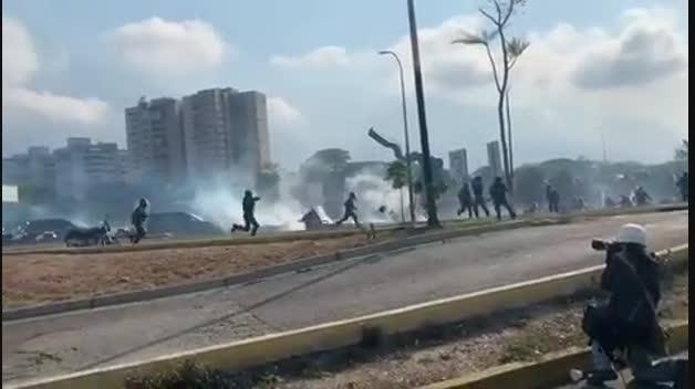 Enfrentamientos en Caracas tras el alzamiento del martes