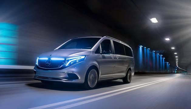 Mercedes-Benz presenta el EQV Concept, un monovolumen de cero emisiones con 400 kmde autonomía. Podrá recargar el equivalente a una autonomía de 100 km en solo 15 minutos.