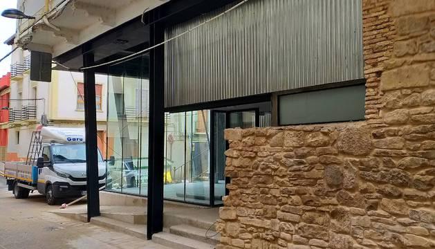 Imagen de la fachada del nuevo local juvenil, situado en la calle Mercado.