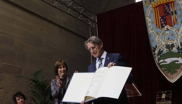 Tomás Yerro recibe el Príncipe de Viana 2019.