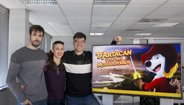 Foto de Javier Ibáñez, project manager; Bárbara Ros, supervisora de arte, y Toni García, director de D'Artacán