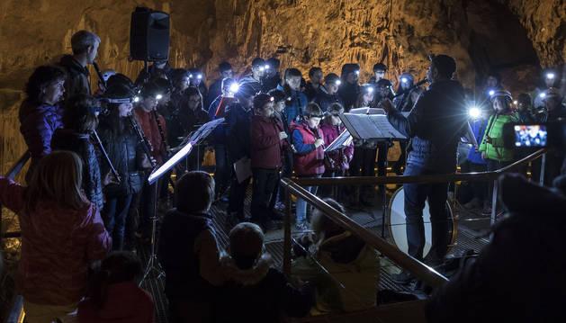 Concierto de txistu en la gruta