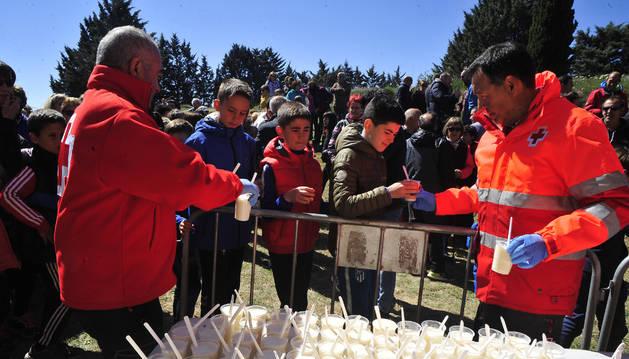 Foto de Cruz Roja de Tafalla efectuó el reparto del arroz con leche.
