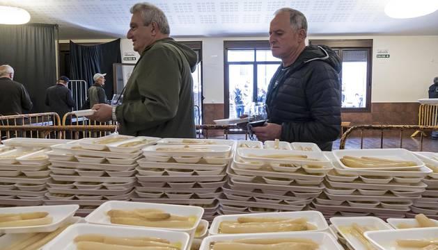 La localidad invitó a degustar 300 kilos de producto preparados en 2.000 bandejas que se agotaron en una hora por las más de 4.000 personas que abarrotaron Dicastillo
