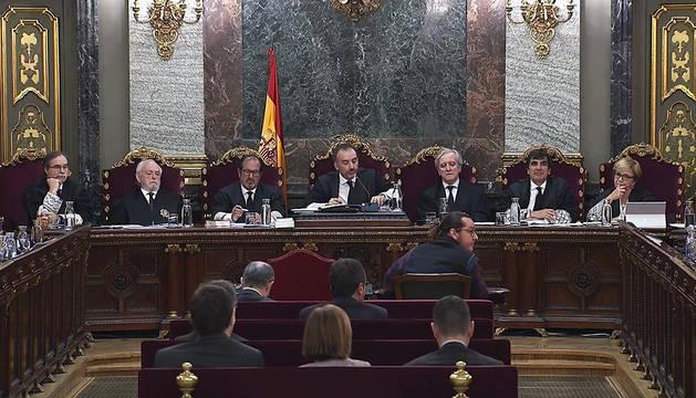 Imagen de la televisión del Supremo con la jornada del juicio del procès de este lunes, 6 de mayo.