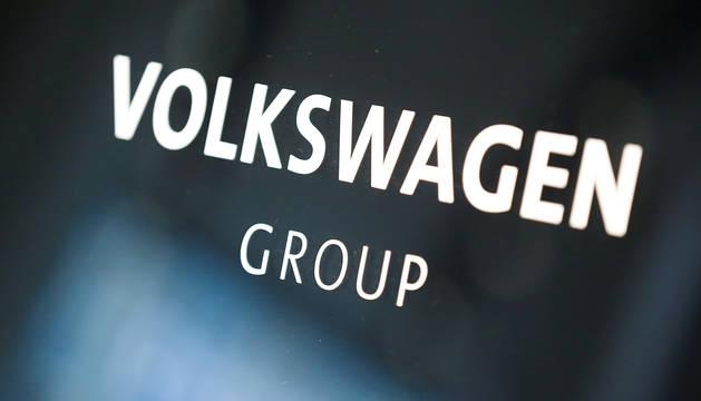 Logotipo del grupo automovilístico Volkswagen.