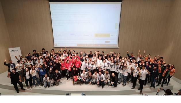 Foto de grupo de los participantes en la competición.