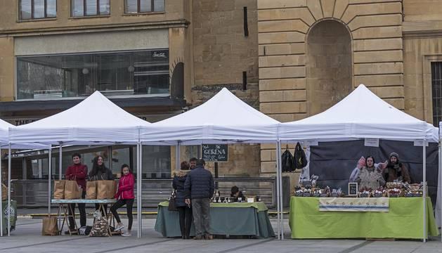 El mercado de productos de Tierra Estella que se celebra los sábados, durante una de las jornadas de este invierno.