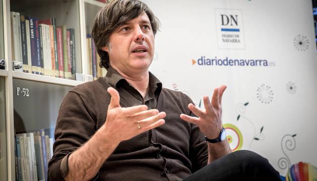 El escritor Andrés Barba, en un encuentro en el Club de Lectura de Diario de Navarra.