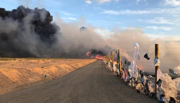 Las llamas afectaron a una superficie considerable y provocaron una densa columna de humo negro.