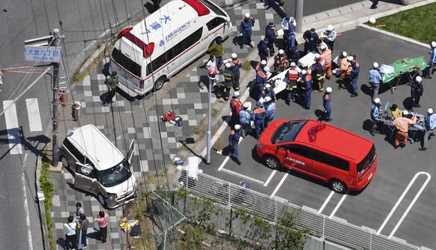 Vista aérea de los servicios de emergencia en el lugar del atropello.