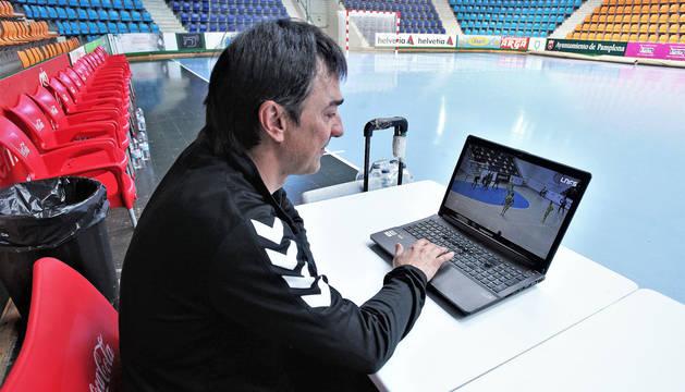 El entrenador de Osasuna Magna, Imanol Arregui, analiza el juego del Jaén Paraíso Interior, el rival de su equipo en los cuartos.