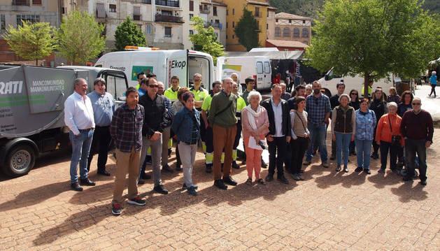 Personal de la Mancomunidad Irati, autoridades, comerciantes e invitados, en la presentación de ayer.