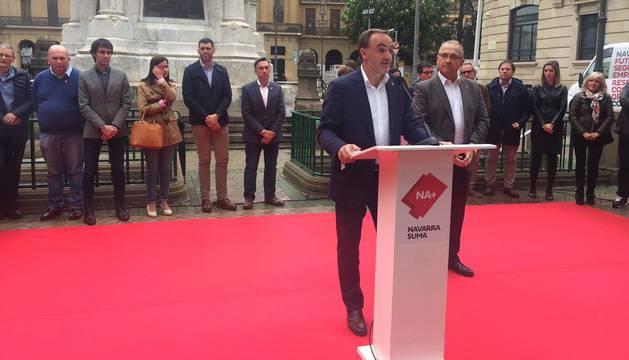 Esparza (Na+) alerta del riesgo para Navarra del nacionalismo y el populismo radical