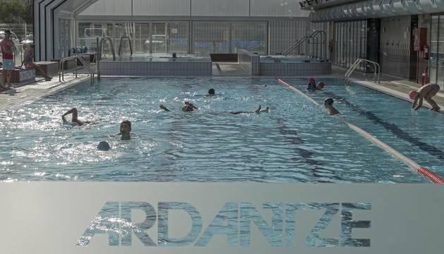 Complejo de Ardantze, con piscinas cubiertas que se descubren durante la temporada estival.