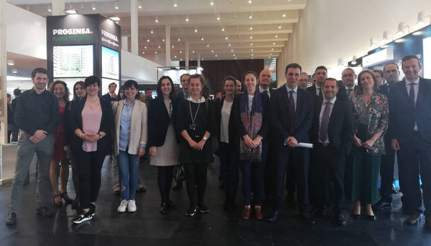 Representantes institucionales y participantes, el viernes en en la inauguración del salón inmobiliario en Baluarte.