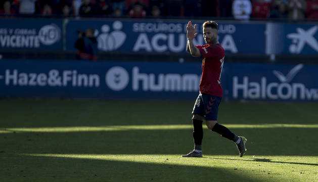 Rubén García, aclamado por El Sadar en el último partido en casa contra el Albacete.