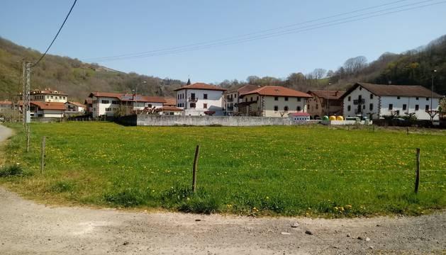 Foto del terreno destinado a acoger el nuevo FP comarcal y el intercambiador de transporte.