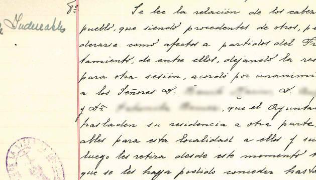 """foto de Uno de los acuerdos por los que se nombraba a vecinos y vecinas como """"indeseables""""."""