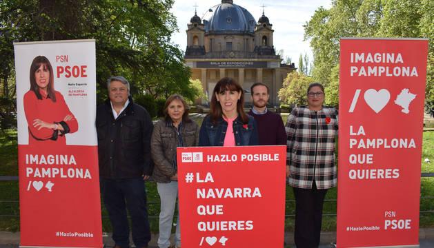 foto de Esporrín, en un acto electoral del PSN ante el Monumento a los Caídos de Pamplona