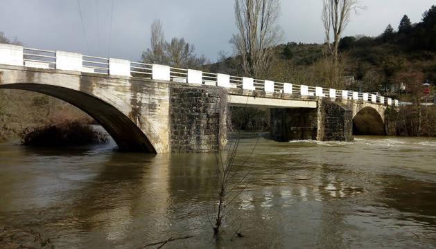 foto de Puente en Eguíllor, sobre el río Arakil.