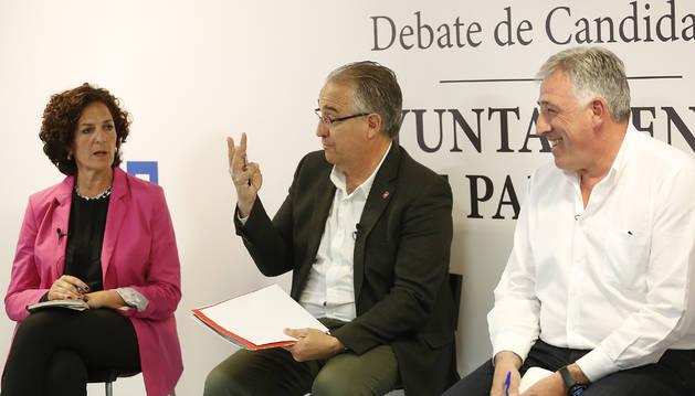Foto de Enrique Maya (en el centro) criticó a Itziar Gómez y al alcalde Joseba Asiron los cambios de tráfico