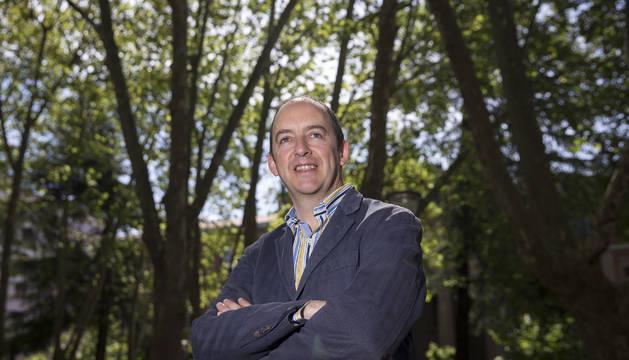 El candidato de Vox al Parlamento de Navarra, Javier Horno, en la Plaza de la Cruz de Pamplona.