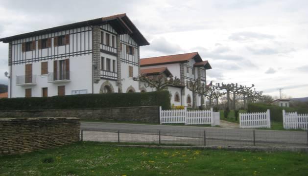 Detalle exterior del edificio que alberga la Casa Consistorial de Ultzama.