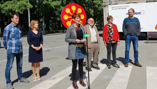 foto de La candidata de EH Bildu a la Presidencia del Gobierno foral, Bakartxo Ruiz, en un acto electoral en Pamplona