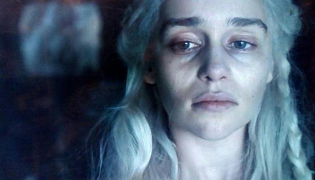Foto de Daeneyrs Targaryen, interpretada por Emilia Clarke, en la temporada 8 de 'Juego de Tronos'.