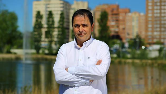 foto de El candidato municipal Jesús Barcina, en el parque del Orfeón.
