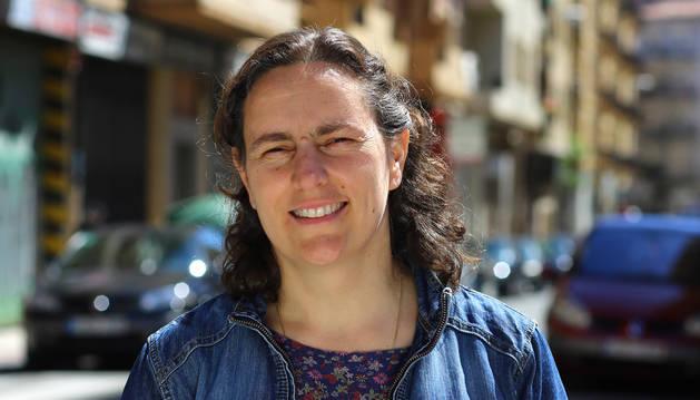foto de Nuria Sánchez, en la calle Guelbenzu de la Milagrosa, donde reside.