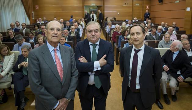 foto de Miguel Canalejo, de Institución Futuro, junto a los periodistas Miguel Ángel Belloso y Carlos Cuesta.