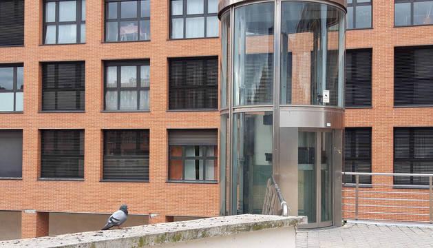 Las palomas son visibles en cualquier momento del día en las inmediaciones de este ascensor urbano.