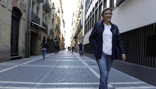 Marisa de Simón pasea por San Gregorio, una de sus calle preferidas para salir de poteo en Pamplona.