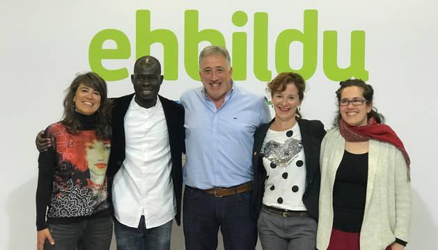 foto de Asiron junto a candidatos de EH Bildu al Ayuntamiento de Pamplona
