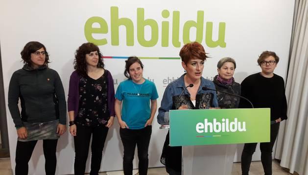 foto de Bakartxo Ruiz, candidata de EH Bildu a la Presidencia del Gobierno de Navarra, en un acto de campaña