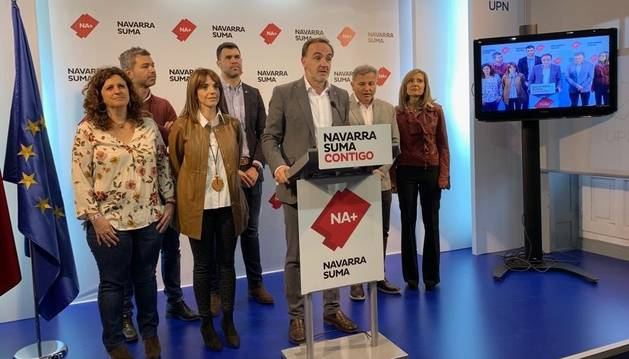 foto de Esparza junto a candidatos de Navarra Suma al Parlamento de Navarra